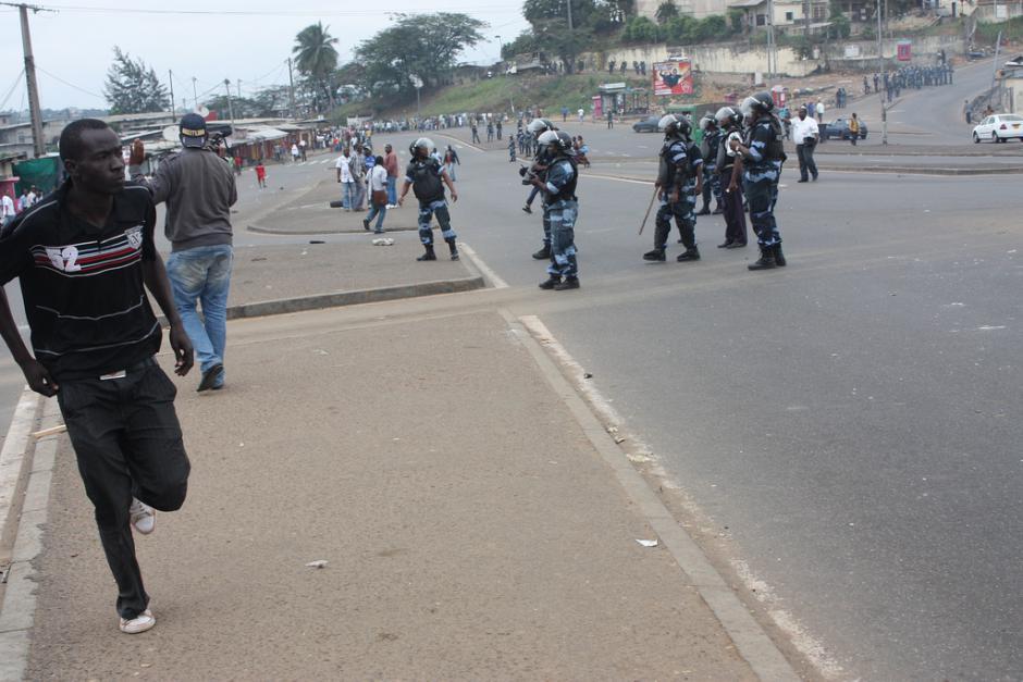 Gabon: le vote ne doit pas être détourné. Paris doit suspendre toute coopération militaire et sécuritaire